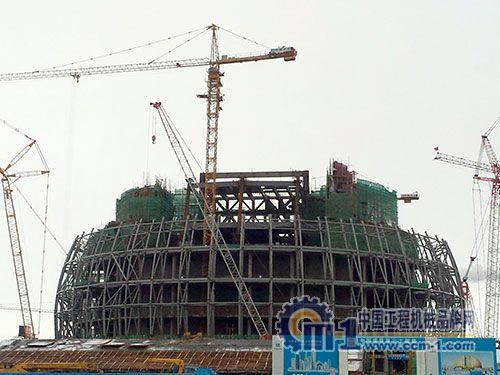 该工程钢结构已进入全面安装阶段,项目全体管理人员将力争确保在
