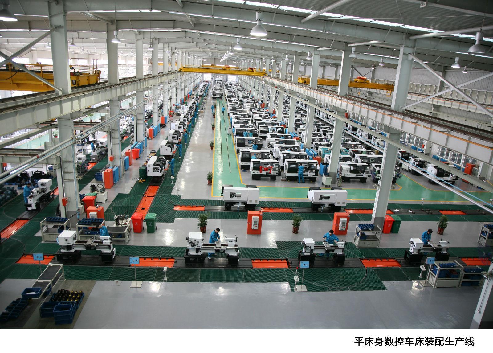 """大连机床集团始建于1948年,以几十个行业领先而闻名全国,是全国机床工具行业的排头兵企业,连续十年蝉联中国工业行业排头兵榜单。今天的大连机床集团麾下拥有全资、合资、控股及参股子公司40多个,其中与德国、日本、韩国、美国、瑞士等国家成立的合资公司有8个,并购美国英格索尔两个子公司(全资),并且已经由过去单一的机床产业发展成今天的现代化新厂区及""""一个中心""""、""""两个基地""""、""""一个园区"""",多种产业并举、走出国门向全球发展的大型产业化集团。"""