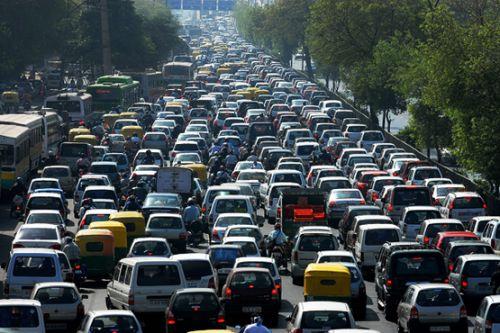 多城市車牌限外 交通割據成人造�蒝