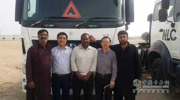 """2015年4月,中国国家主席访问巴基斯坦提出将投入460亿美元建设""""中巴经济走廊""""。中巴经济走廊作为""""一带一路""""倡议的重大项目,中巴双方正以""""中巴经济走廊""""为中心,大力推进咖喇昆仑公路升级改造、瓜达尔港等基础设施项目建设,推进了一批""""巴铁""""急需的水电、火电、太阳能、风能等能源建设项目,正在积极探讨高速公路、轨道交通、经济园区、跨境光缆等领域合作,逐步形成以瓜达尔港、能源、基础设施建设、产业合作为支点的&ld"""