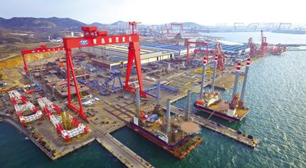图为青岛海西重机海工服务平台建造厂区鸟瞰图.